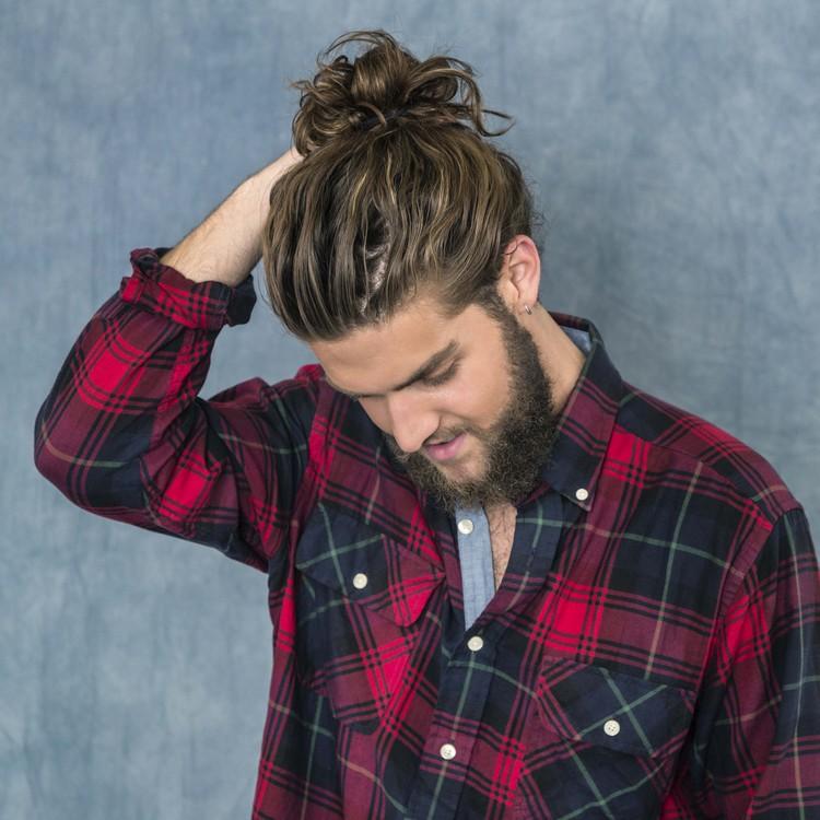 Hipster Frisur Man Bun locker modern