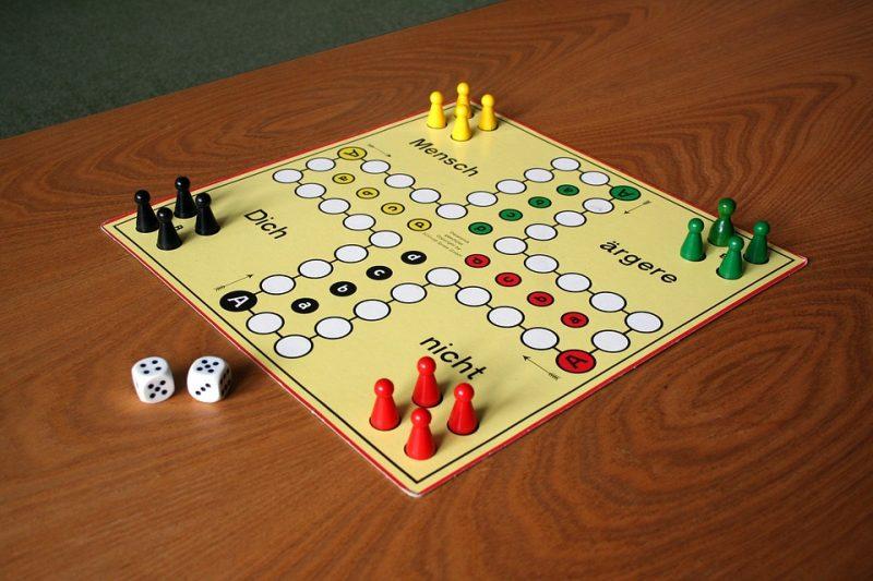 Spiele selber machen Silvester Tischspiele