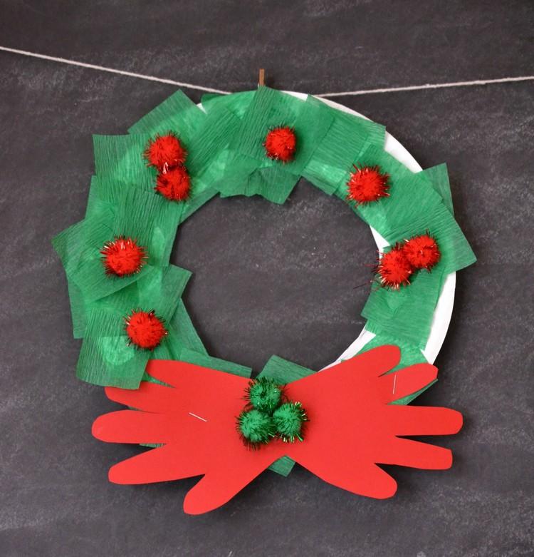 Basteln mit Pappteller Weihnachtskaranz Handabdrücke