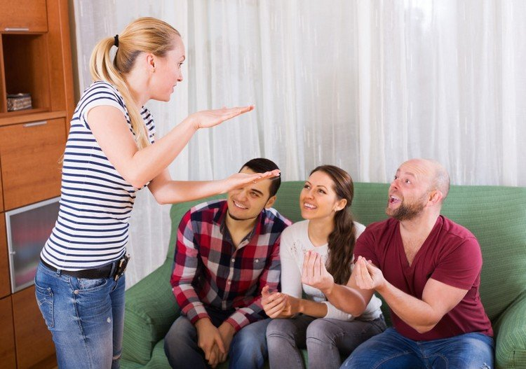 Spiele selber machen Silvester Scharade mit Freunden