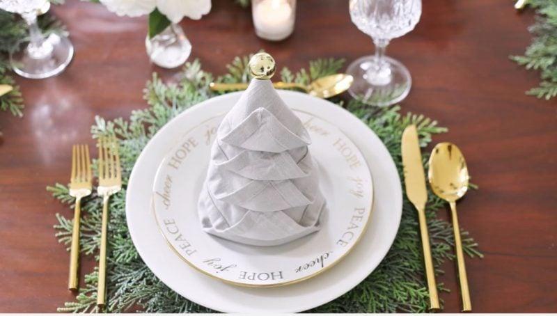 Servietten falten Tannenbaum Tischdeko Stoffserviette weiß