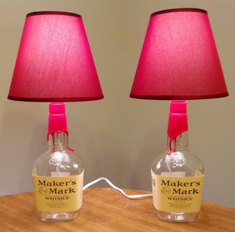 Lampe aus Flaschen rosa Lampenschirme