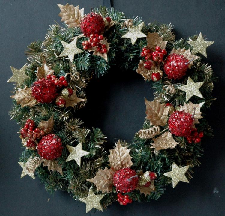 Weihnachtskranz originell Beeren Sterne