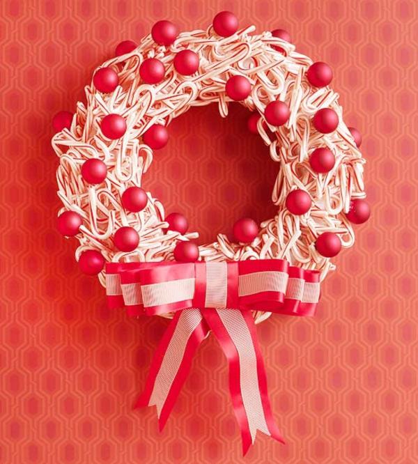 Weihnachtskranz Süßigkeiten Weihnachtskugeln rot