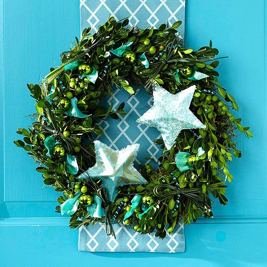 Weihnachtskranz grüne Mistelzweige Sterne
