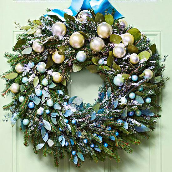 Weihnachtskranz Christbaumkugeln Kunstschnee