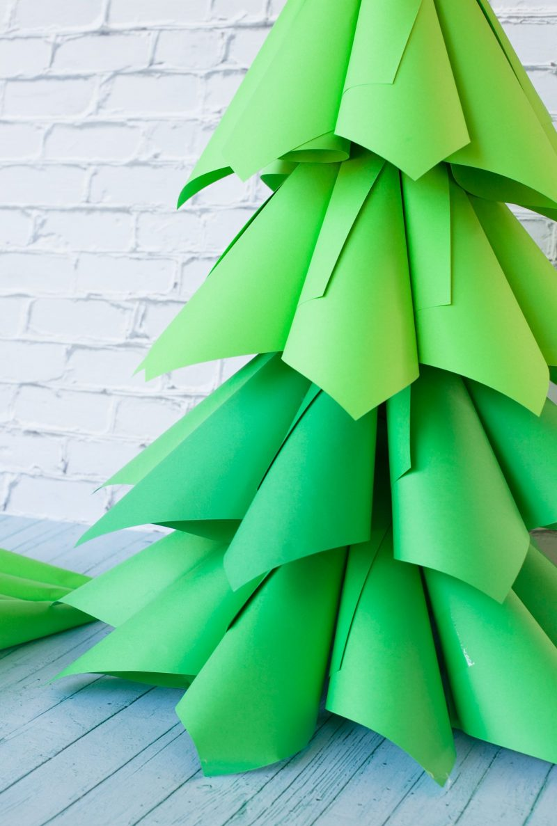 Tannenbaum basteln Papierkonen falten grün