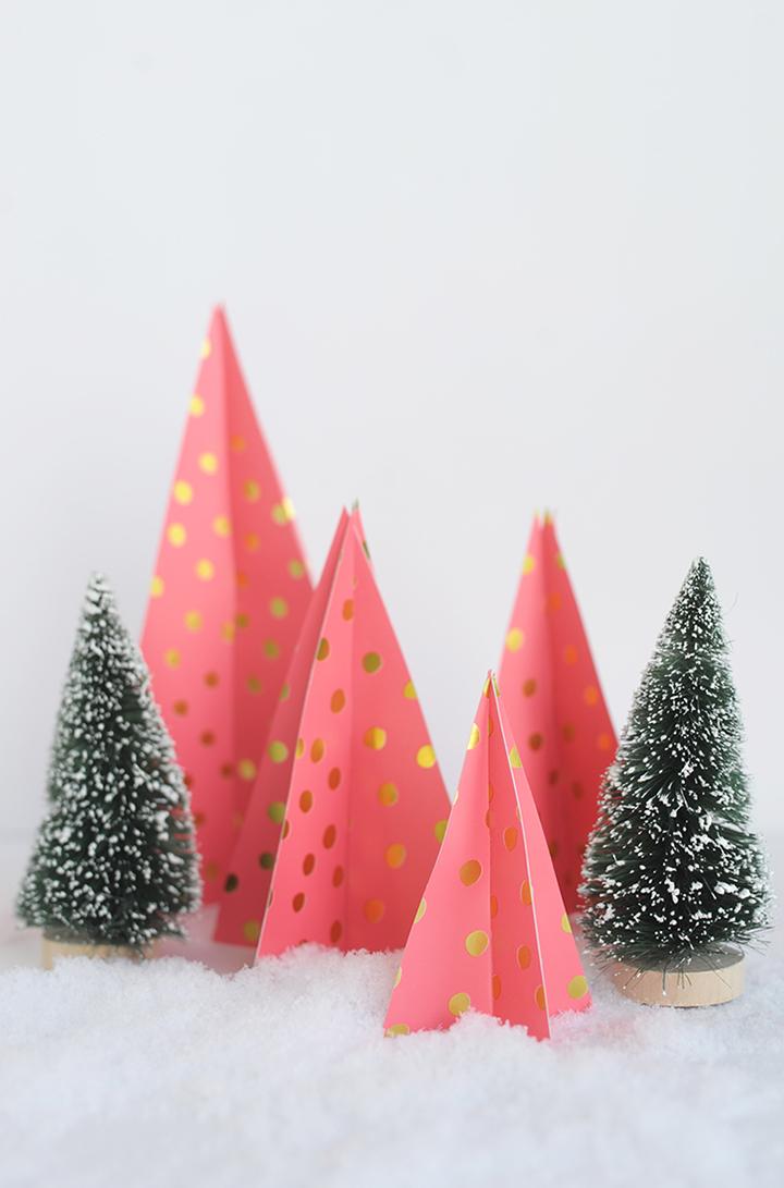 Tannenbaum basteln Geschenkpapier falten