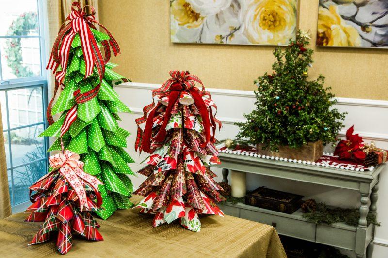 Tannenbaum basteln Papierkonen Deko Tisch Weihnachten