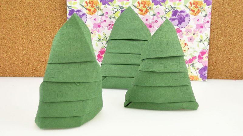 Servietten falten Tannenbaum freistehend Tischdeko Weihnachten
