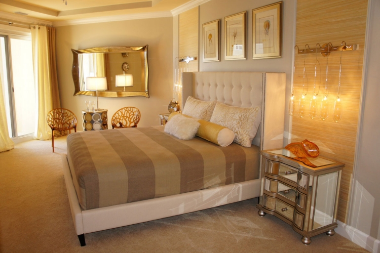 goldene Wandfarbe Schlafzimmer gemütlich Landhausstil