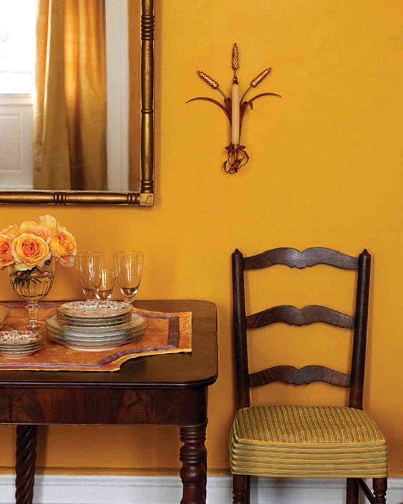 goldene Wandfarbe Essbereich