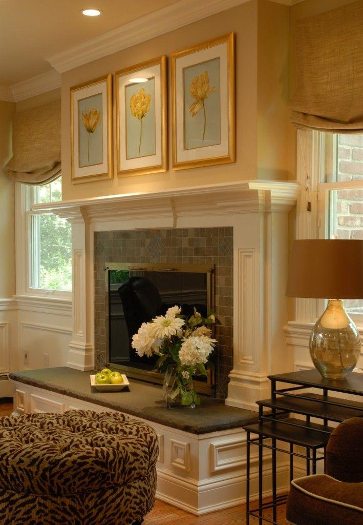 goldene Wandfarbe Wohnzimmer mit Kamin