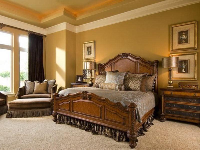 goldene Wandfarbe Schlafzimmer im Landhausstil