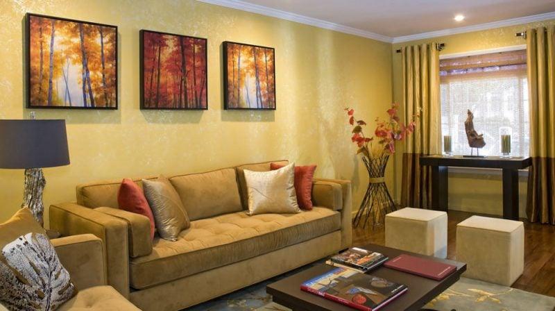 goldene Wandfarbe Wohnzimmer stilvoll Bilder