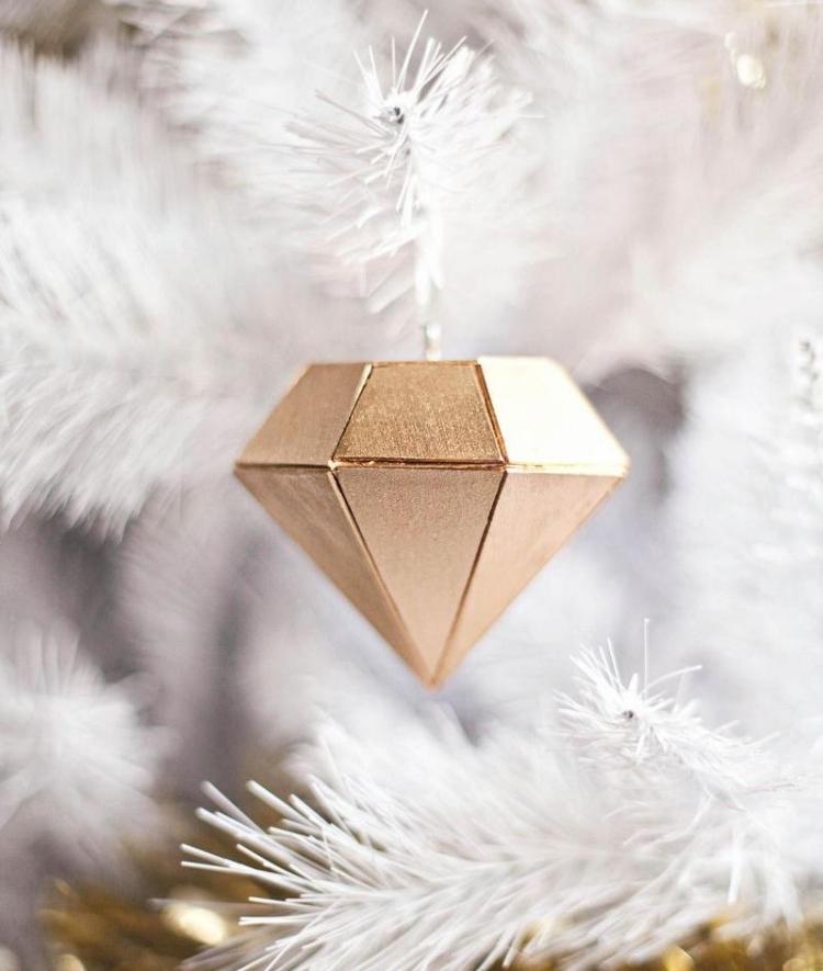Weihnachtsdeko selber basteln Holz Schmuck Weihnachtsbaum Diamant