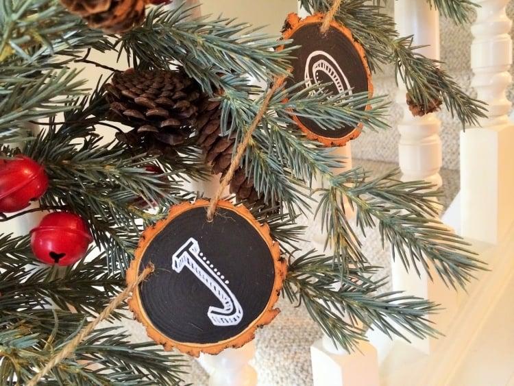 Weihnachtsdeko selber basteln Holz Holzscheiben Buchstaben