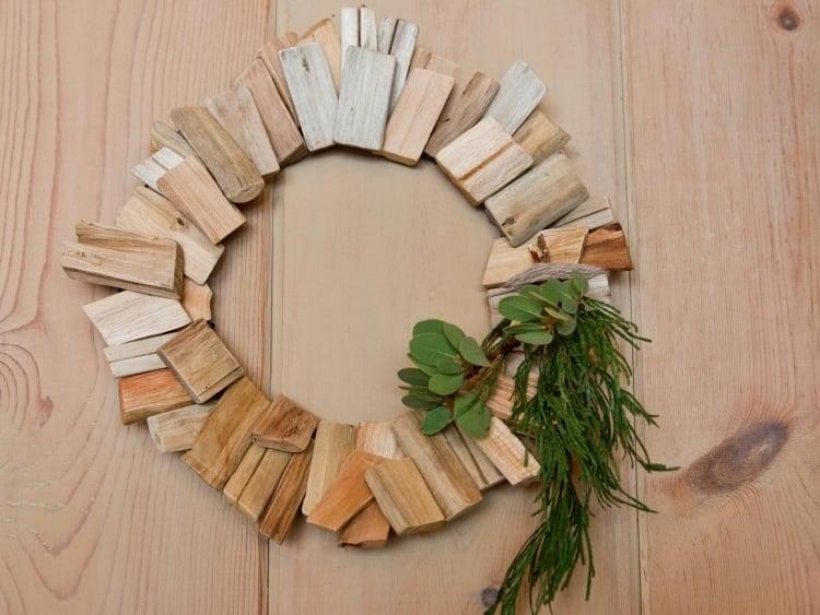 Weihnachtsdeko selber basteln Holz Treibholz Weihnachtskranz
