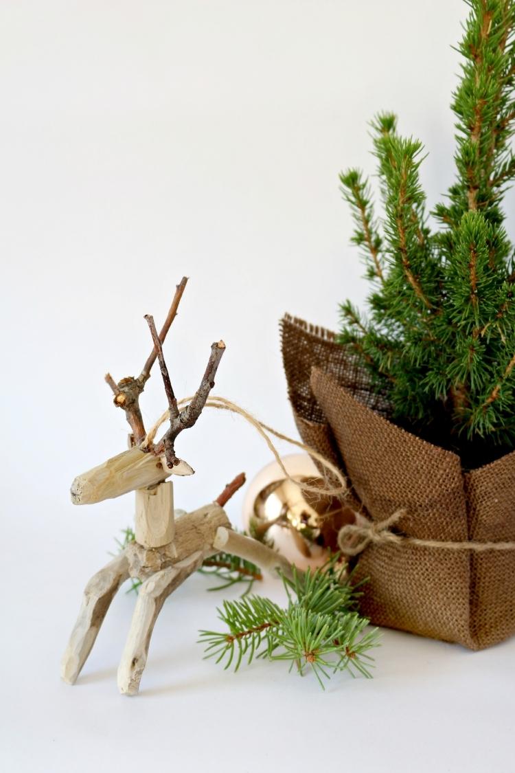 Weihnachtsdeko selber basteln Holz Rentier Treibholz