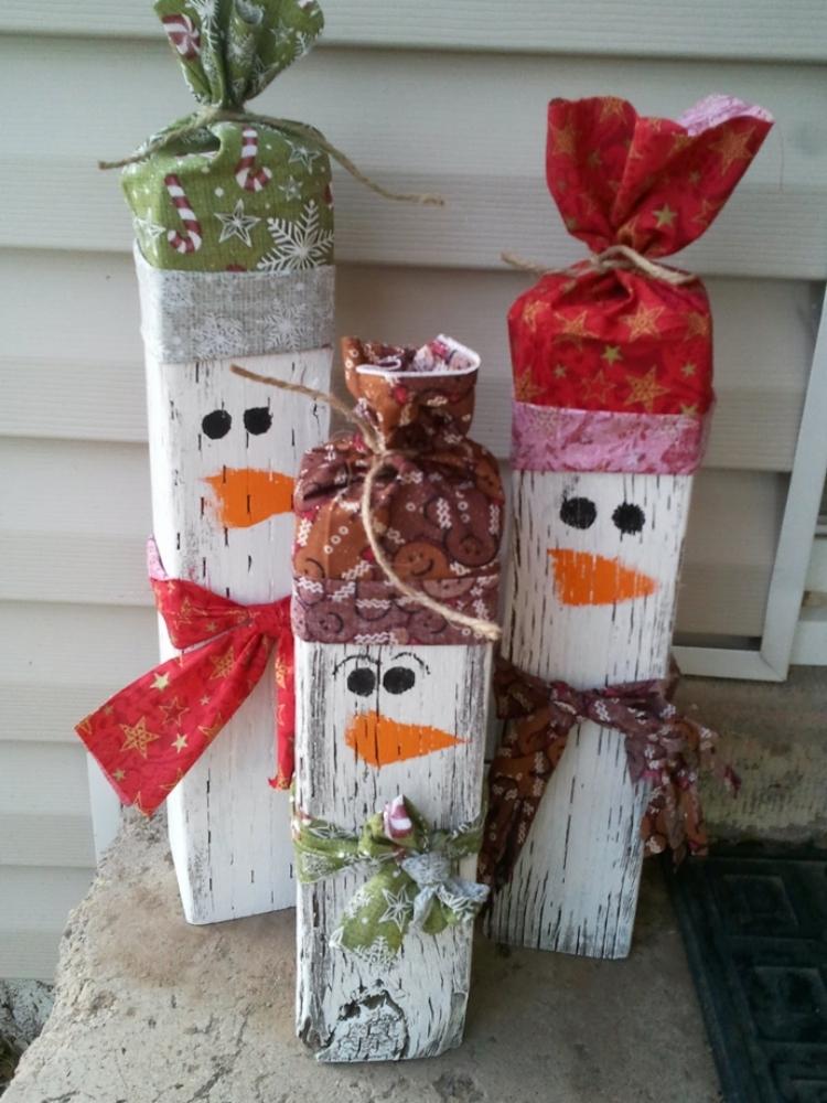 Weihnachtsdeko selber basteln Holz tolle Schneemänner