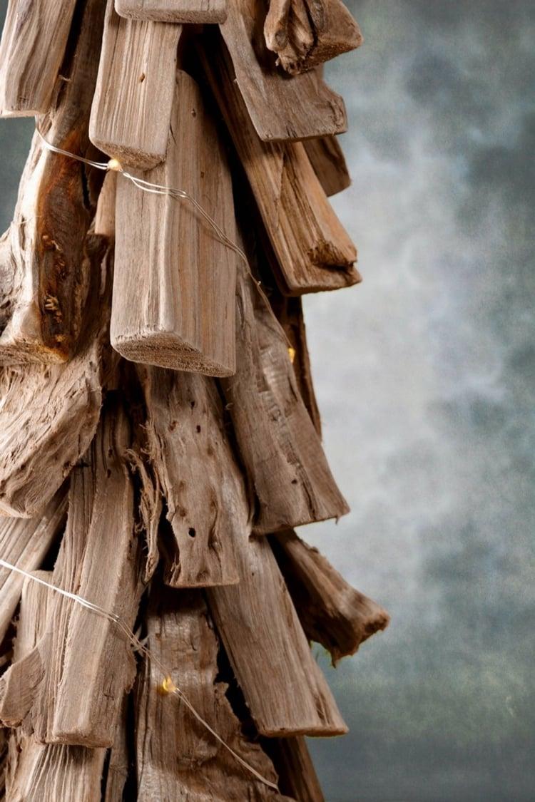 Weihnachtsdeko selber basteln Holz Tannanbaum Treibholz