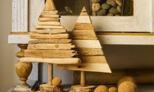 Weihnachtsdeko selber basteln Holz dekorative Tannen Treibholz