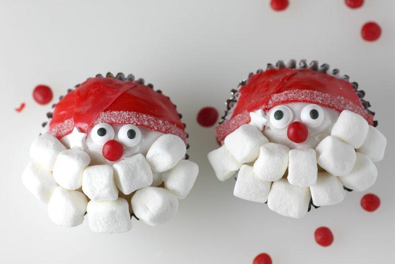 Weihnachtsmann basteln Cupcakes verzieren