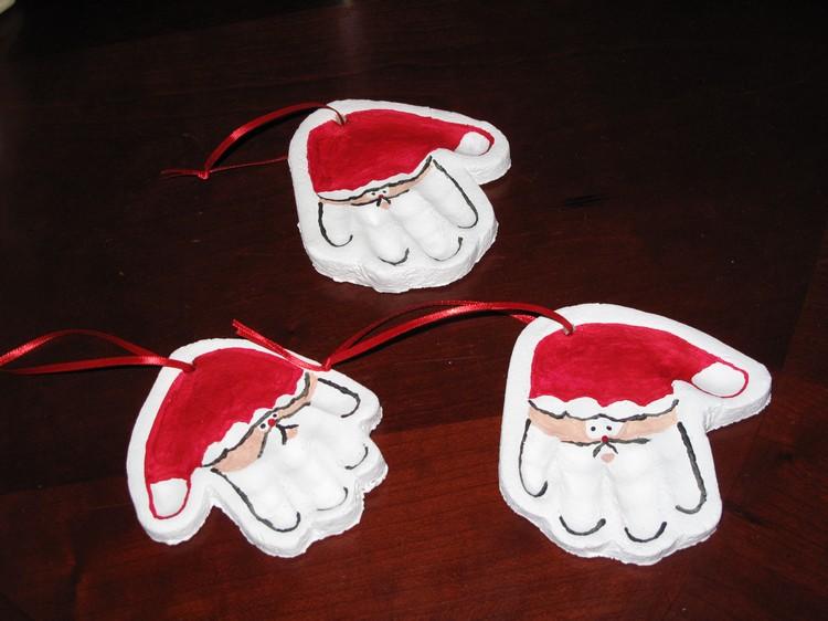 Weihnachtsmann basteln Handabdruck Salzteig