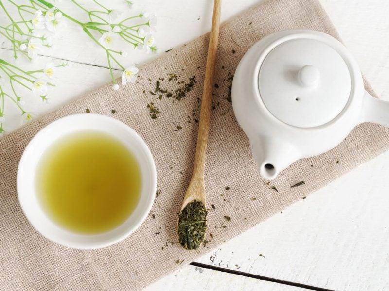 Maske gegen Mitesser grüner Tee und Zitronensaft