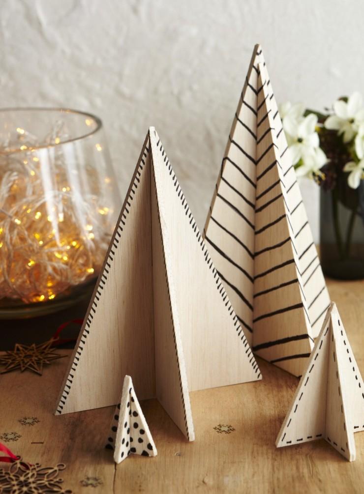 Christbaum aus Holz mit geometrischen Formen