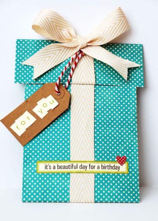 Haben Sie schon probiert Geschenkkarten selber zu basteln? Hier finden Sie lustige Ideen und Anleitungen