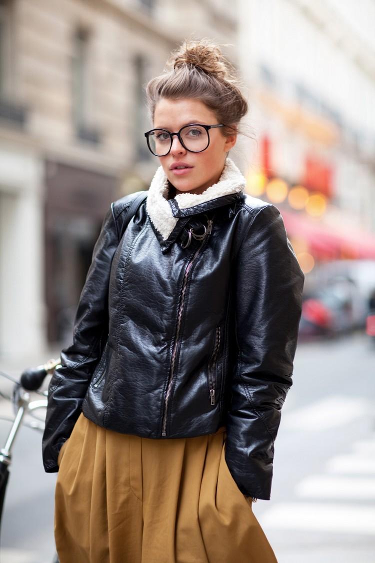 Hipster Frisur Messy Bun übergroße Brillen Frau