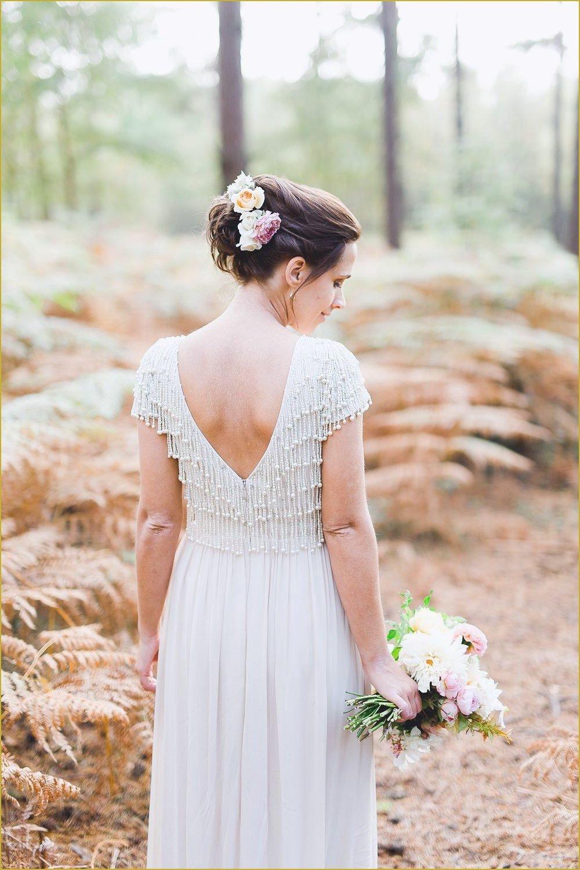 Die Low Budget Hochzeit beginnt mit dem Low Budget Brautkleid
