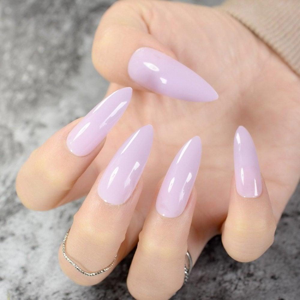 Gelnägel Formen oder Natürliche Nägel? Hier werden Sie die aktuelle Trends erfahren.
