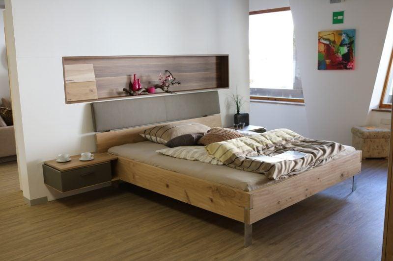Helle Farben und natürliche Materialien sorgen für eine ruhige Atmosphäre.