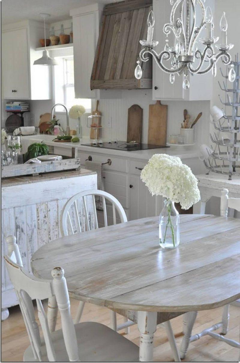 Shabby Möbel aus Holz und mit Flecken