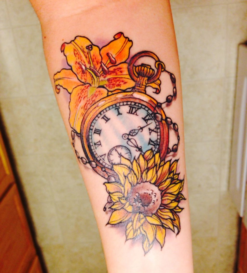 Tattoo Taschenuhr - farbige Ideen mit Blumen Motiven