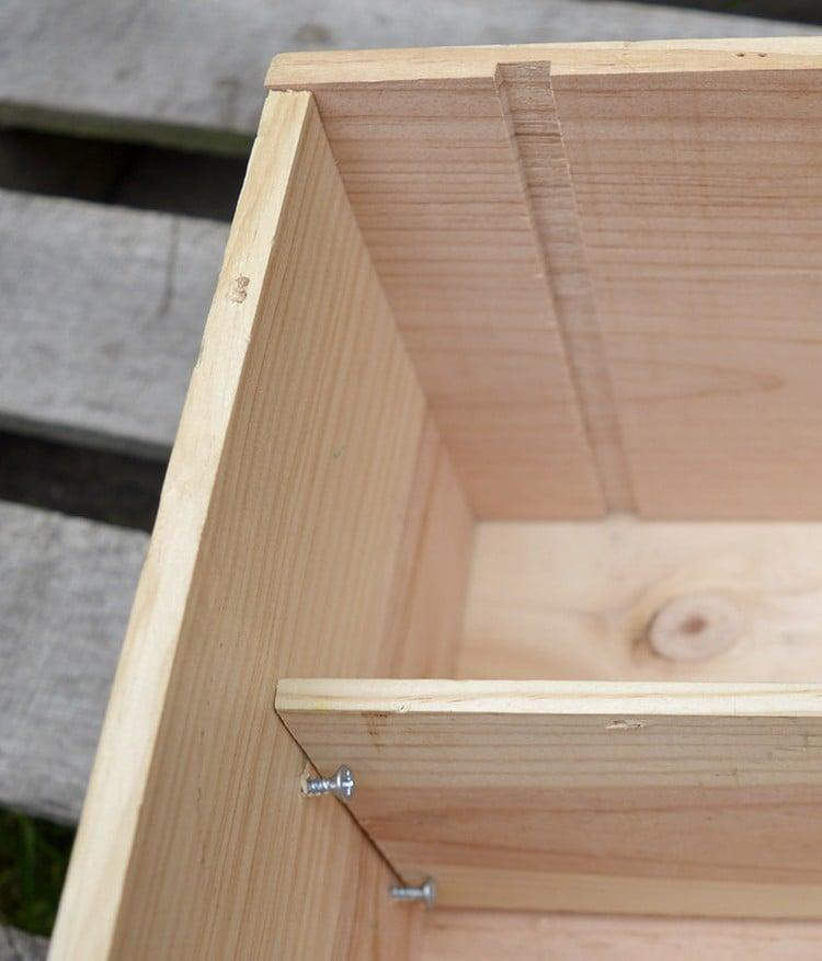 Tisch aus Weinkisten Beistelltisch Regal montieren