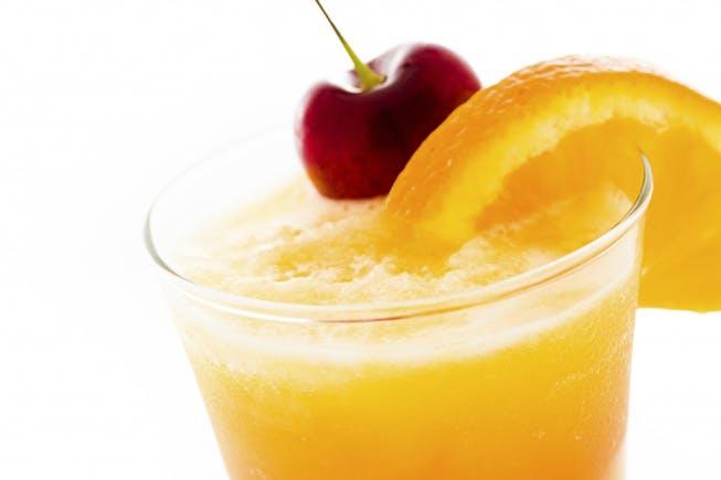 Erfrischungsgetränk Kirschsaft Orange