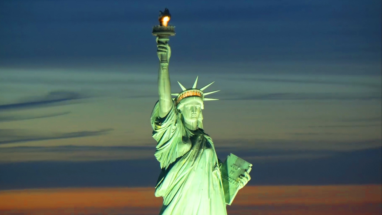 USA Rundreise die Freiheitsstatue abend