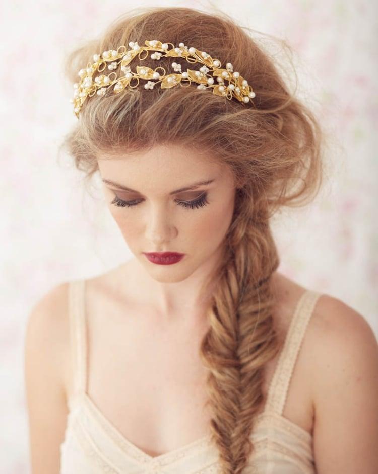 Frisur mit Haarband Fischgrätenzopf Undone Look