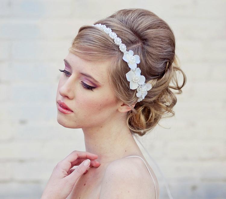 Frisur mit Haarband Dutt Hochzeit