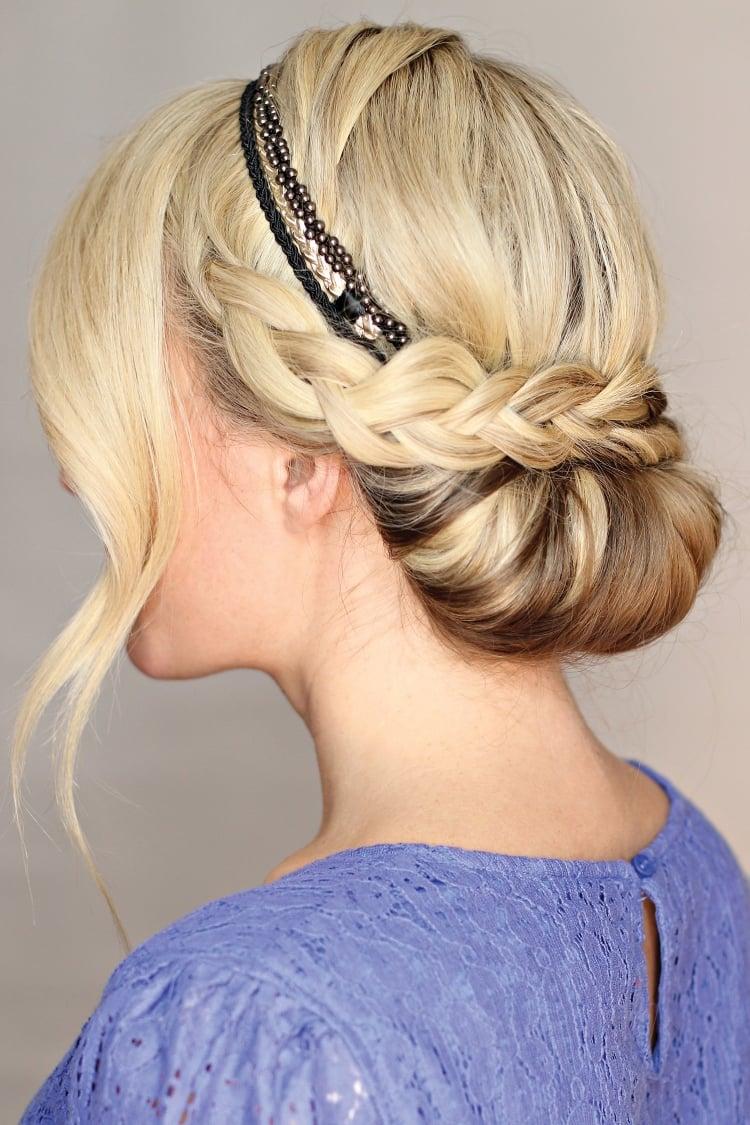 Frisur mit Haarband eingedreht Flechtzopf