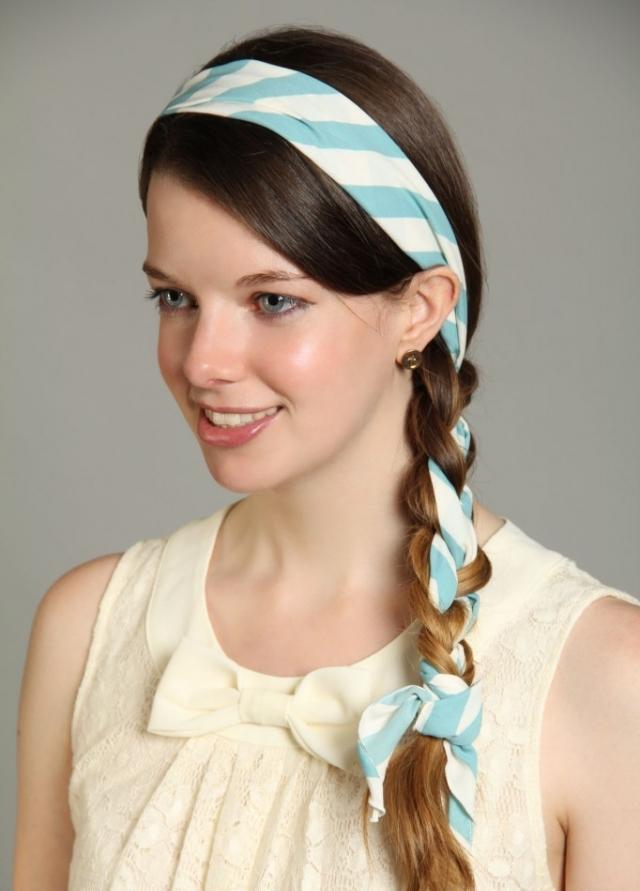 Frisur mit Haarband geflochten Zopf langes Haar