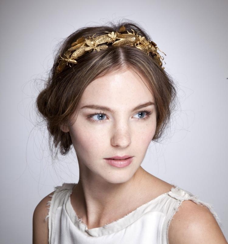 Frisur mit Haarband golden Mittelscheitel