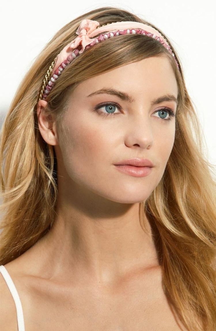Frisur mit Haarband rosa Perlen