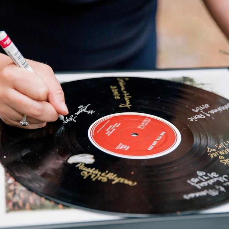 Gästebuch Hochzeit gestalten Schallplatte unterschreiben