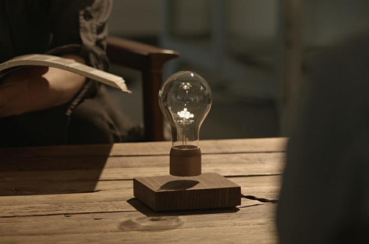 Lampe Glühbirne Magnet freischwebend