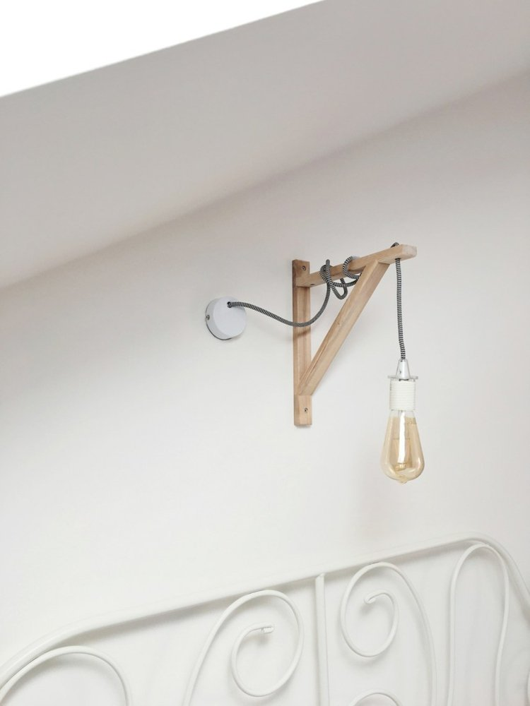 Lampe Glühbirne LED hängend Holzgriff origineller Look