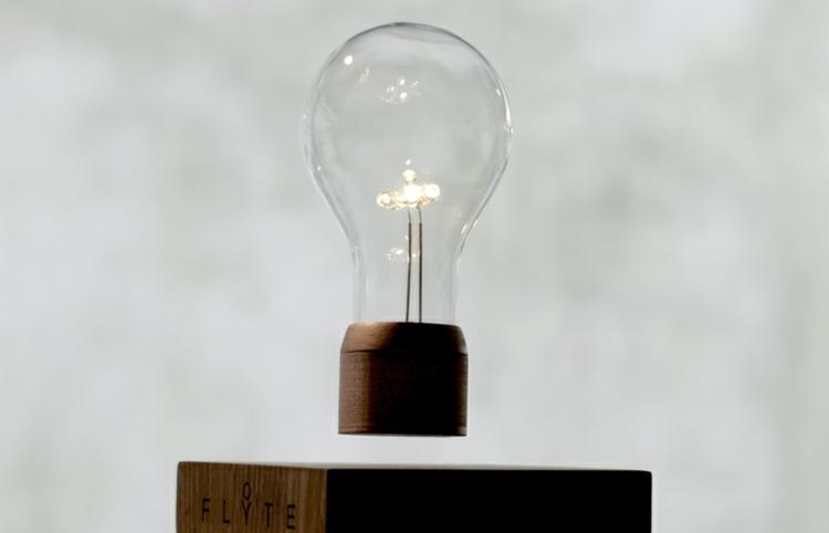 Lampe Glühbirne schwebend